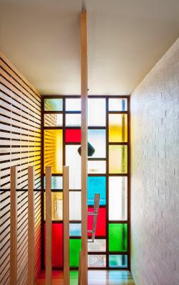 ตกแต่งผนังกระจกด้วยสีสวยๆ