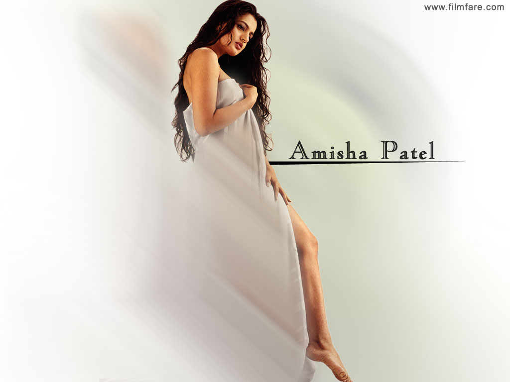 Ameesha Patel Hd And Sexy Photos Gallery - Wallpapersh-2092