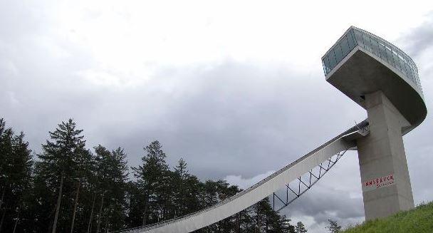 permainan wisata unik Bergisel Ski Jump Tower, Innsbruck, Austria karya ir zaha hadid