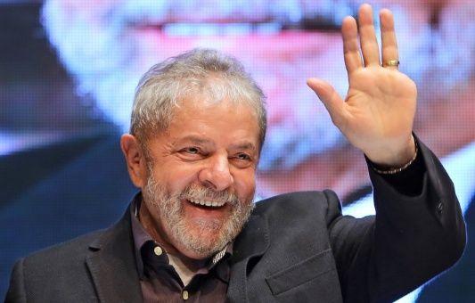 Juez federal impide a Lula recibir título Honoris Causa