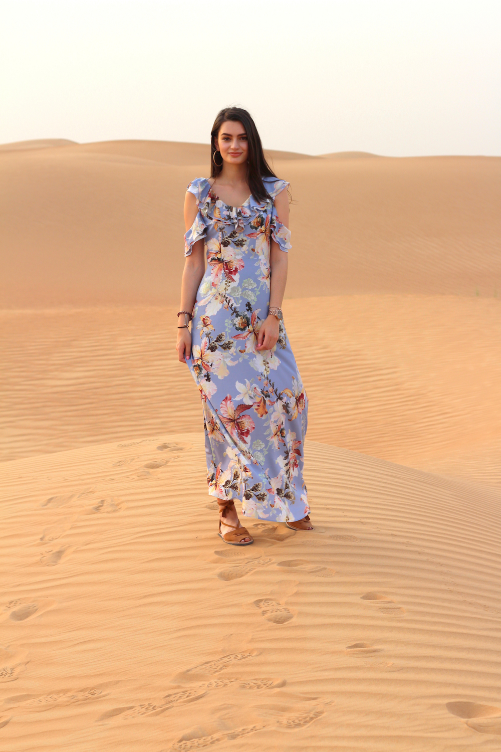 peexo travel blogger desert dubai
