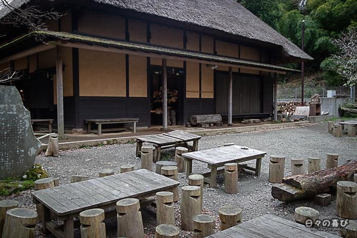 rondins de bois en terrasse, amazake-chaya, hakone