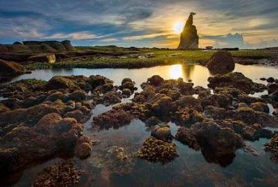 Indahnya Tanjug Layar di Kawasan Wisata Pantai Sawarna