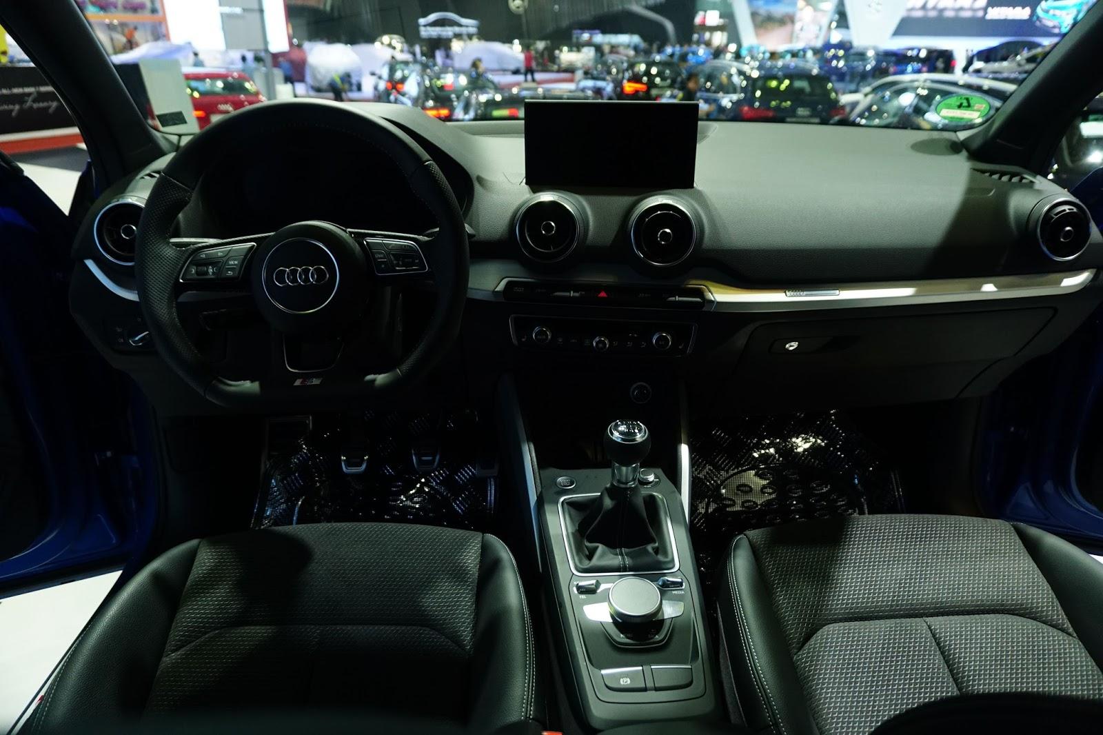 Xe Q2 2017 có nội thất rất mạnh mẽ, hầm hố, giống Mercedes Benz