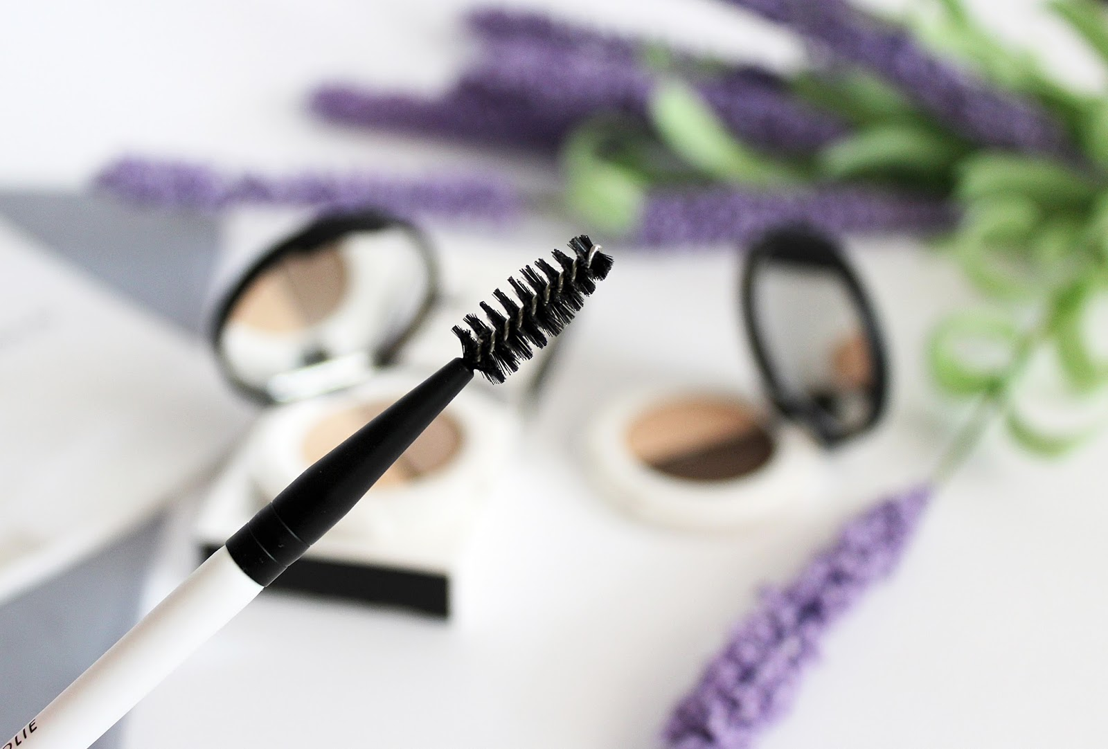 Lily Lolo, Eyebrow Duo Brow (Light, Dark) +  Pędzel Angled Brow - Spoolie Brush