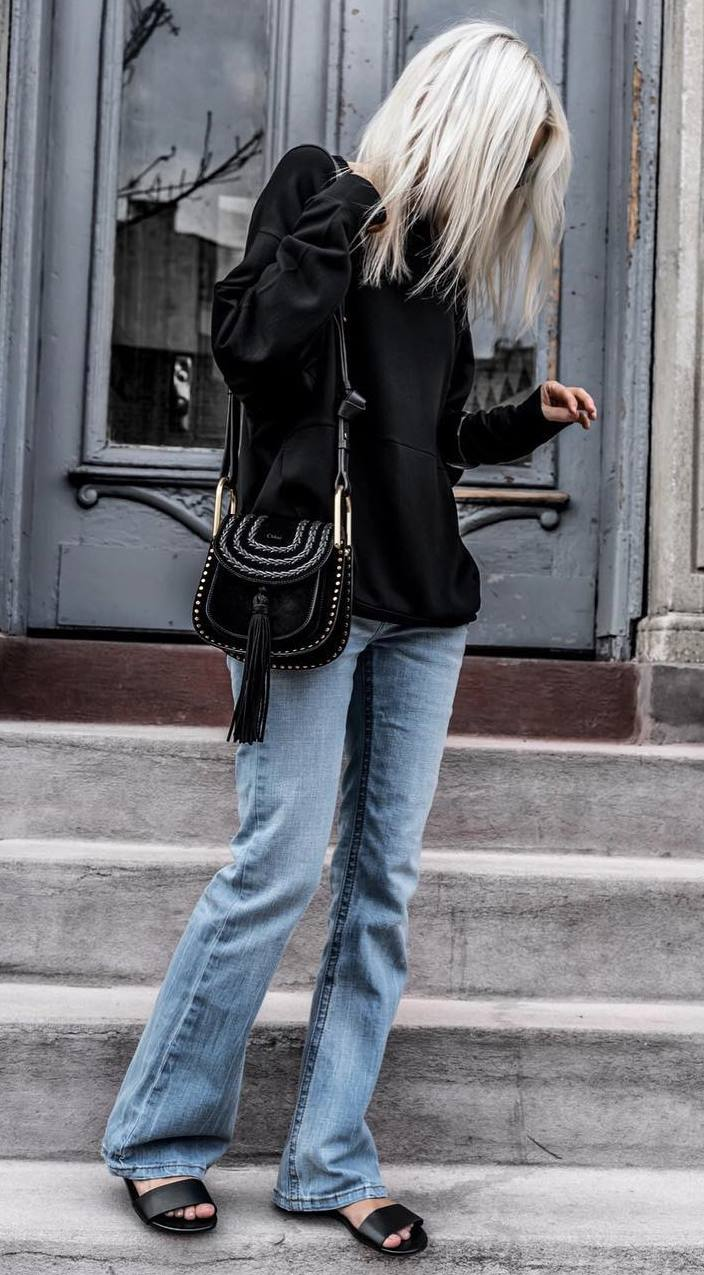 trendy fall outfit / black top + crossbody bag + slides + jeans