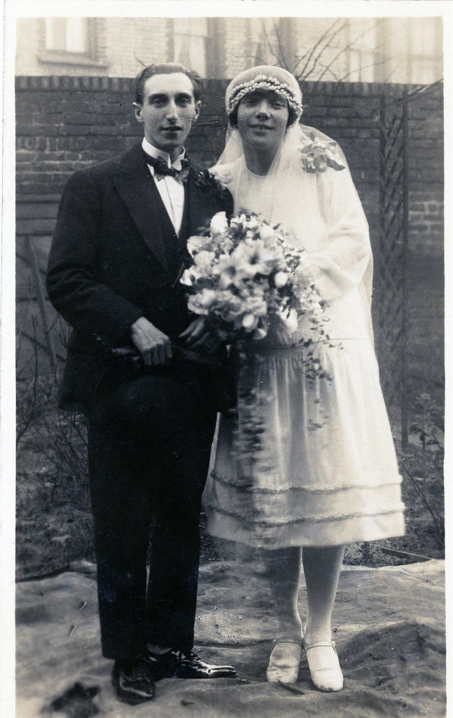 Check Out These Following Wedding Photographs From The 1920s For Your Inspirations