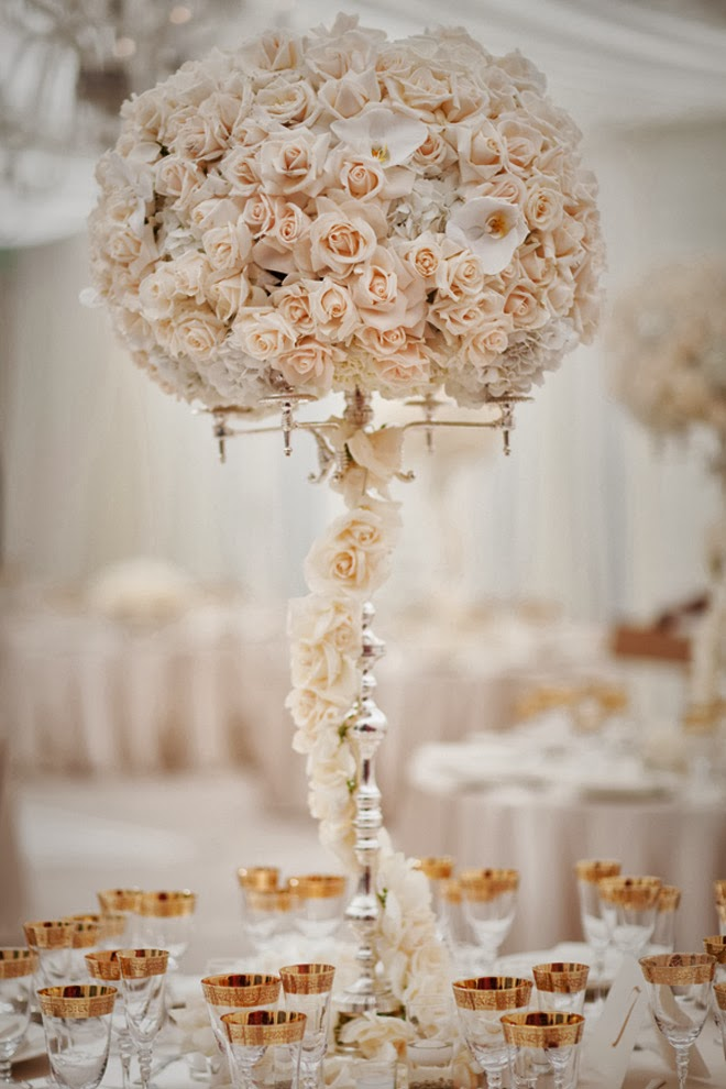 12 stunning wedding centerpieces part 20 belle the for Best wedding flower arrangements