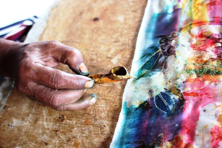 Melihat Proses Pembuatan Kain Batik Tenun Tradisional - Batubulan, Batik Tenun Tradisional, Gianyar, Bali, Liburan, Perjalanan, Wisata, Tour, Rekreasi, Darmawisata, Tamasya, Objek wisata, Tujuan wisata, Destinasi wisata, Kawasan wisata