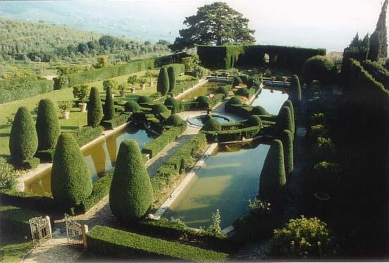 Donna di piante giardini in italia e nel mondo for Esempi di giardini