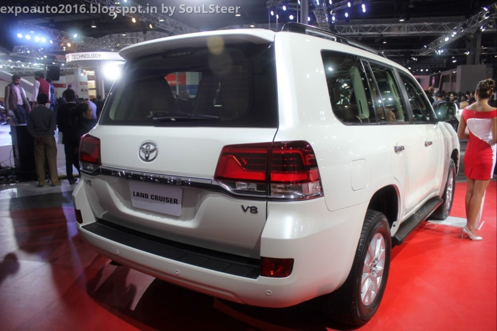 Toyota land cruiser v8 vx prado vxl and fortuner on display at auto expo 2016