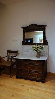 toaletka z kryształowym lustrem