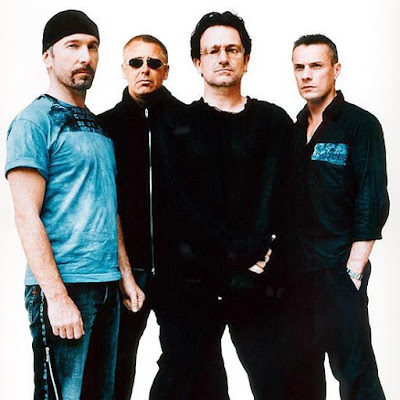 Foto de U2 posando parados