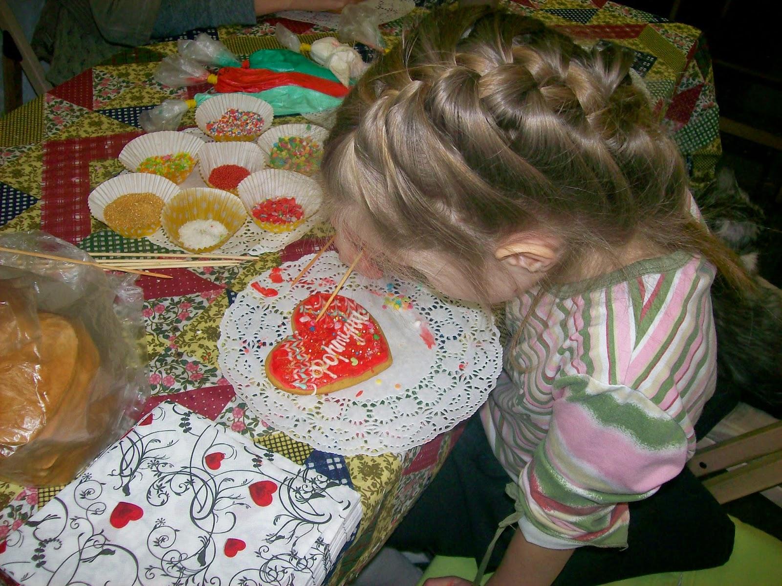 пряники - имбирные сердечки, роспись глазурью