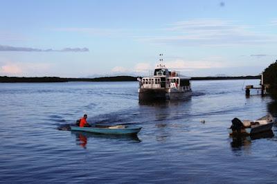 Passeios de Catamarã revelam Belezas Naturais do Lagamar