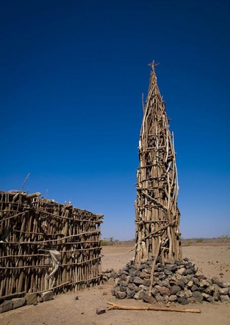 Masjid ini Hanya Terbuat dari Batu dan Ranting Kayu Namun Tampak Begitu Bersahaja