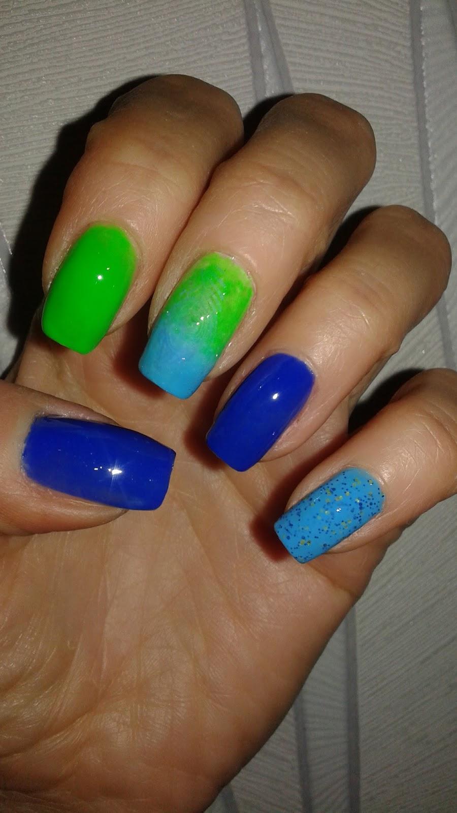 006841f04c30a0 Wykorzystałam następujące lakiery: neonowy zielony AB Lines nr 61, niebieski  Wibo Summer nr 10, niebieski z brokatem UP Girls nr 125 i ciemny niebieski  Bell ...
