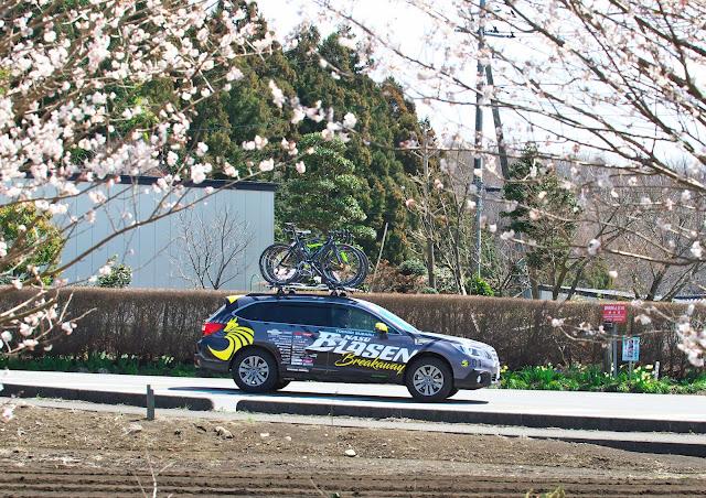 那須ブラーゼンのサポートカー レガシィ アウトバックの写真