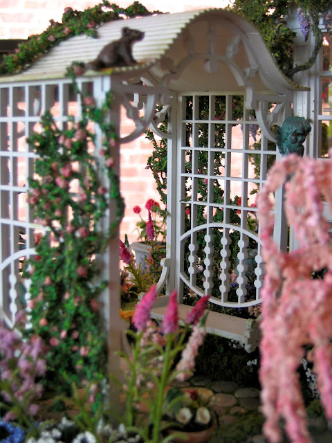 dollhouse garden trellis