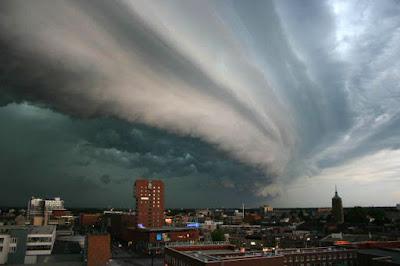 Ilustrasi awan cumulonimbus. Sumber : wikipedia
