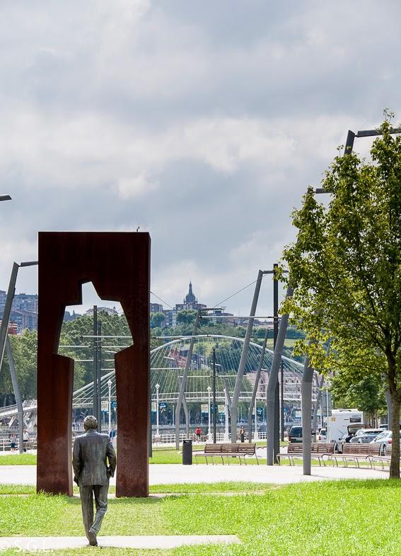 """""""La puerta de los honorables"""" en la campa de los ingleses en Bilbao"""