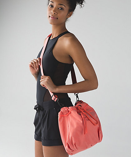 lululemon wanderlust diversity-bag cape-red