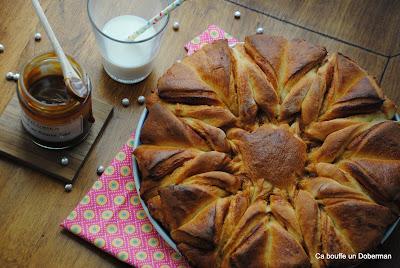 http://cabouffeundoberman.blogspot.fr/2015/11/brioche-etoilee-au-caramel-au-beurre.html