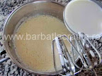 Prajitura diplomat preparare reteta - turnam laptele peste ouale amestecate cu zahar
