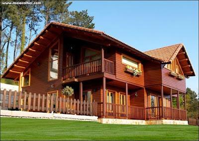 bela casa de madeira grande