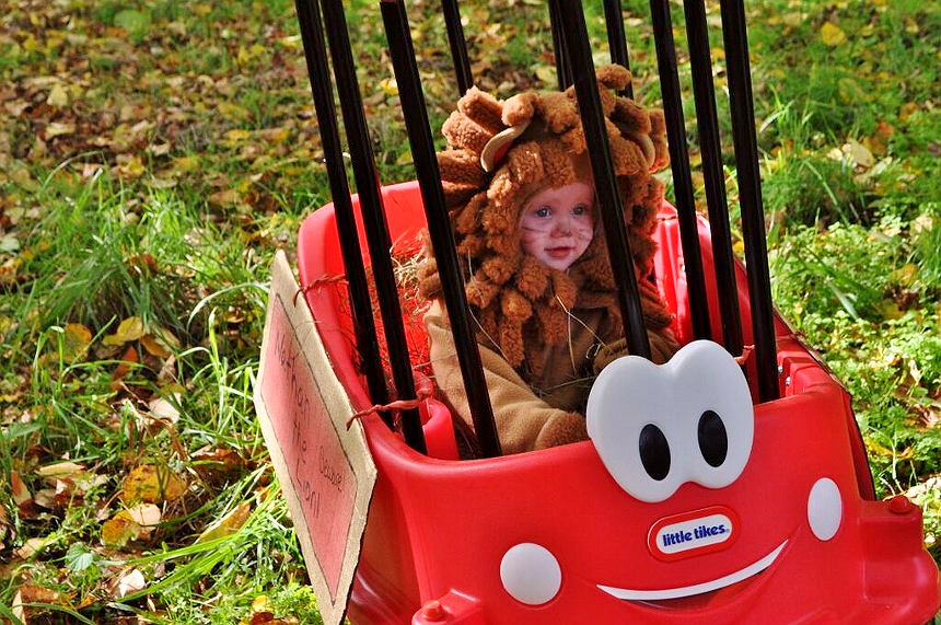 Toddle Lion Costume and Circus Cart- Transform the Little Tikes® Cozy Coupe® Wagon for Fall festivities! (ad)
