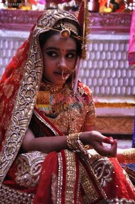Gambar Cantik Roshni Walia Pemeran Ajabde Dalam Mahaputra
