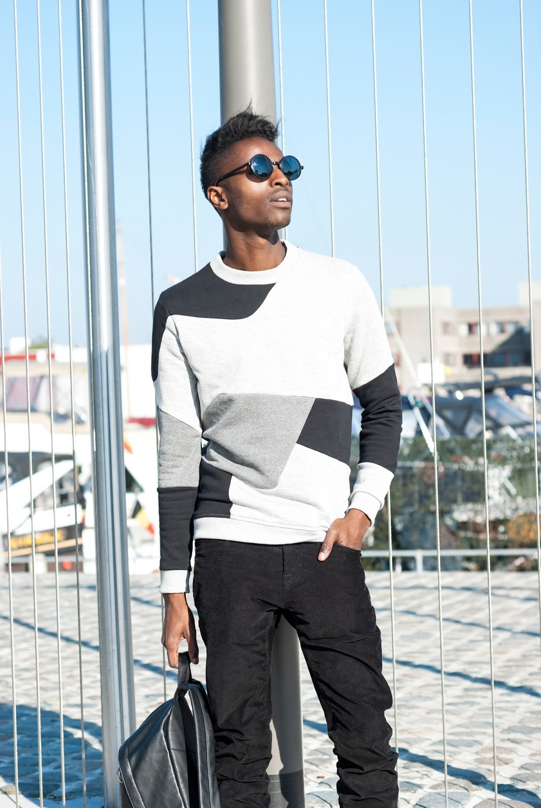 Time to bring out the special winter sweater to keep you warm and stylish during Winter's cold. Read 3 Tips on how to choose your special sweater for Fall/Winter on Jon The Gold menswear blogger styleguide from Antwerp, Belgim - Streetstyle