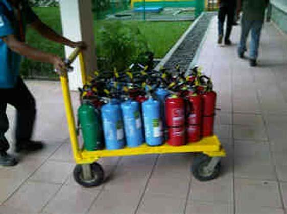 Pengisian Tabung pemadam kebakaran jenis Dry Powder