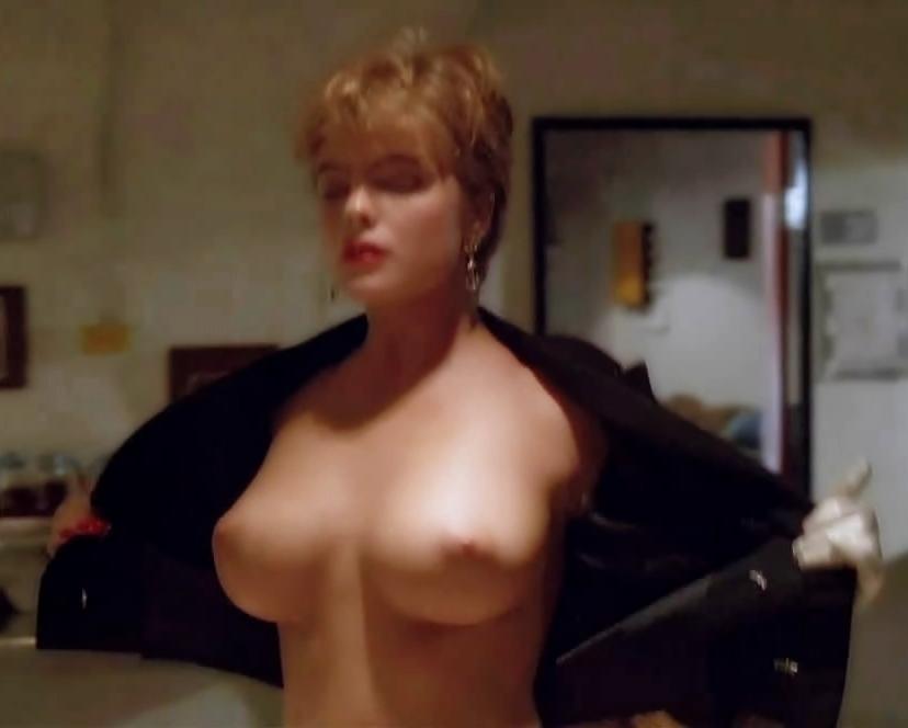 Erika eleniak exposed her nude boobs in under siege