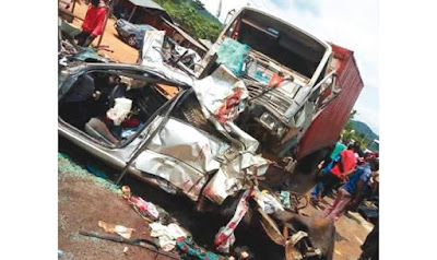 14 Nigerians Die As Truck Crushes Bus, Cars On Expressway