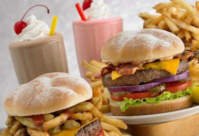 Daftar Makanan Yang Bikin Jerawat Semakin Parah
