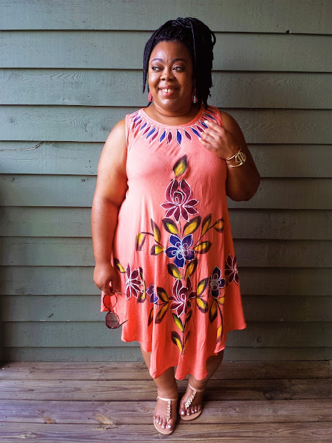 Plus size blogger, painted dress, nude sandals