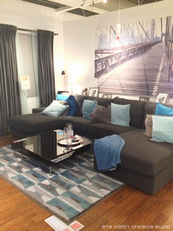grey & blue living room, bridge artwork, graphic print area rug, grey couch