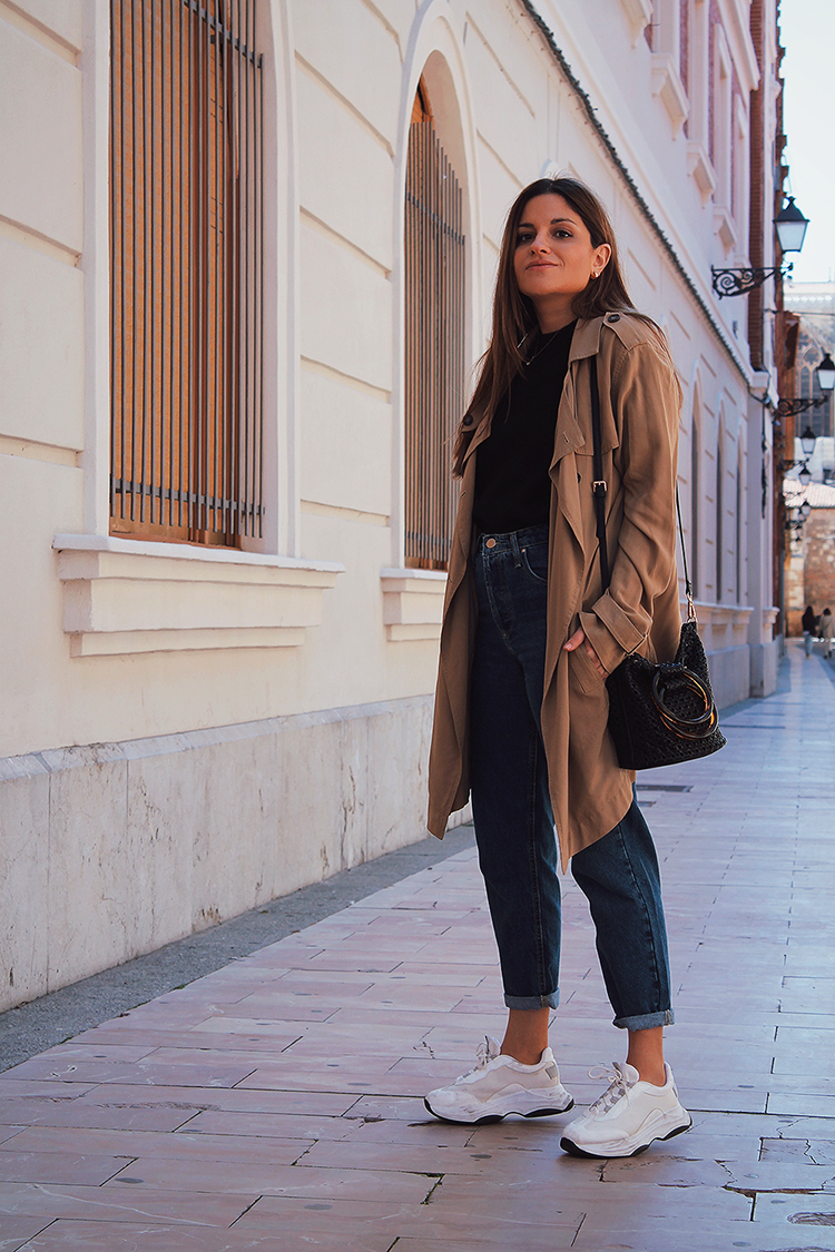 outfit primavera trench zapatillas blog moda