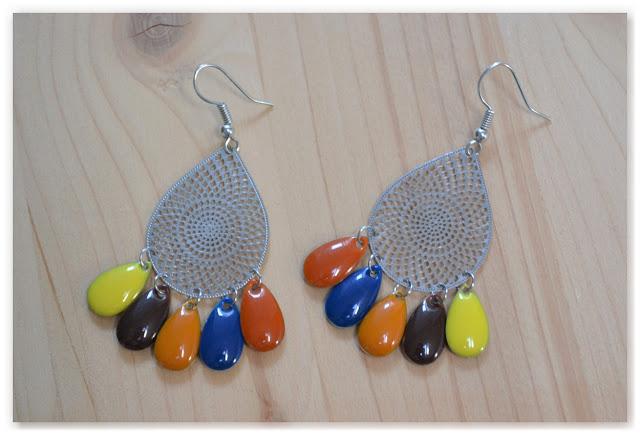 boucles d'oreilles pendantes gouttes argentées et multicolores
