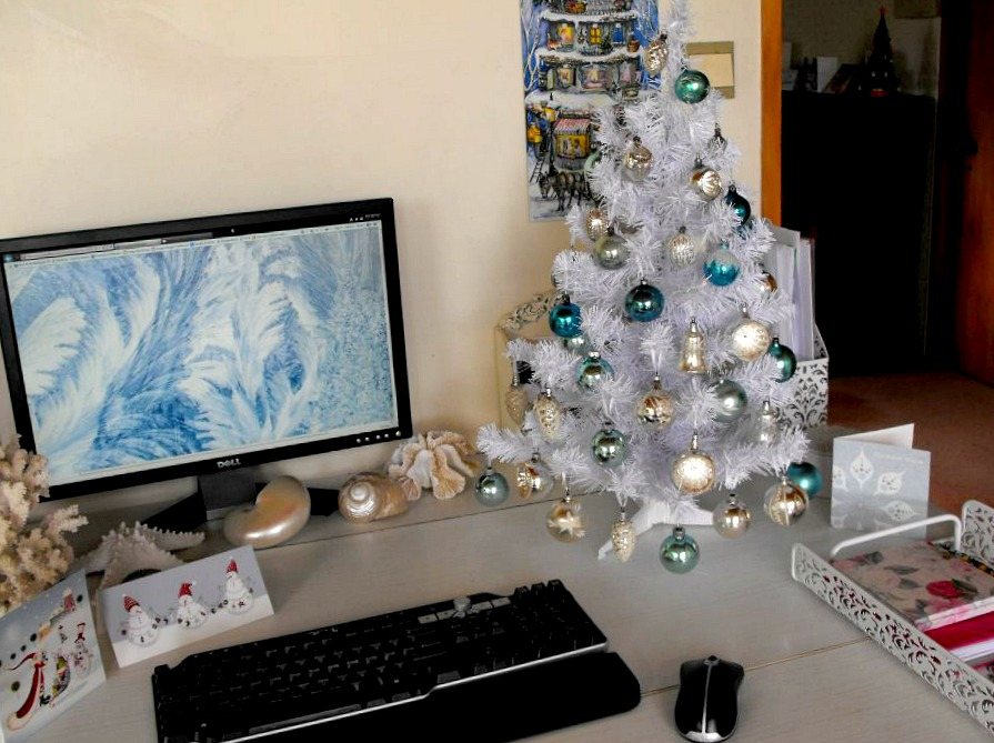 Happy Ramblings Suspense Over Here Is My Christmas Tree