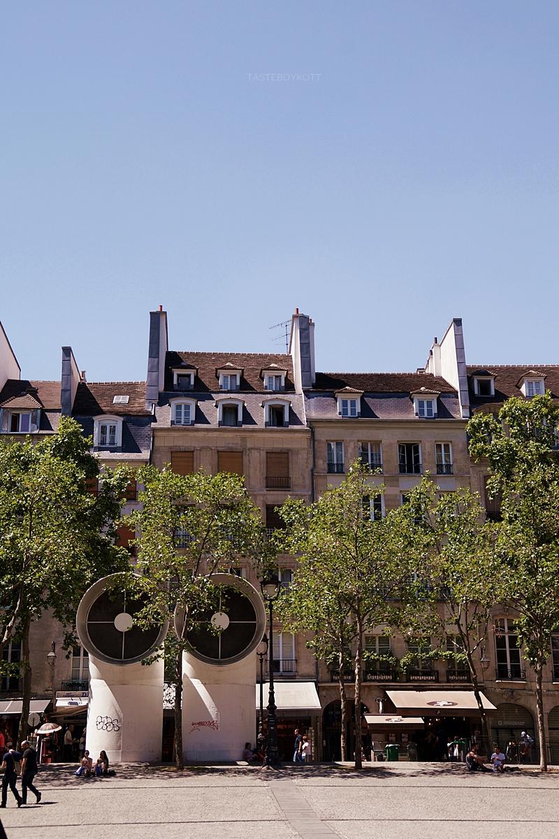 Platz und Häuser vor dem Centre Pompidou, Paris // Houses in front of Centre Pompidou, Paris, France