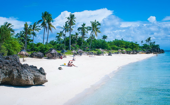 www.xvlor.com Bantayan Island is a stretch of white sand surrounded by turquoise waters
