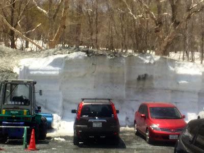 鳩待峠の雪の壁