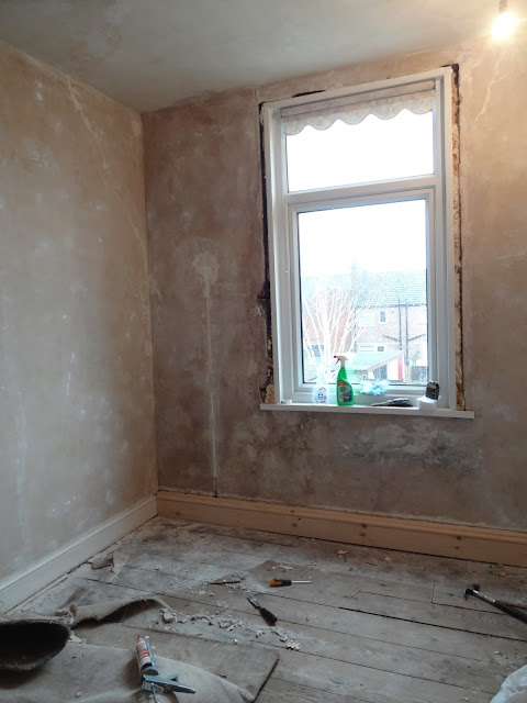 skirting board hiding pipework in bedroom