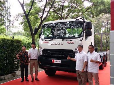Isuzu Hadirkan New Isuzu Giga Tractor Head, Yang Mampu Menanggung Beban Hingga 46 Ton.