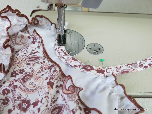 como coser un bies en la sisa