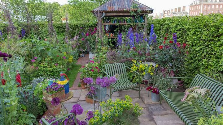 The Anneka Rice Colour Cutting Garden. Sarah Raven. RHS Chelsea Flower Show 2017