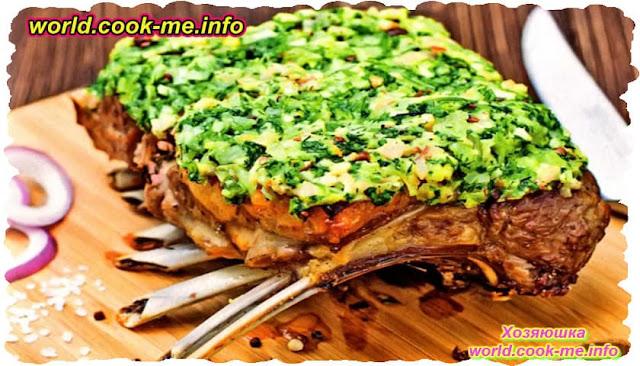 Баранина на кости, запеченная в духовке с зеленью