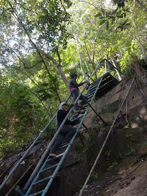Pulau Kalimantan memiliki sebuah bukit batu terbesar di dunia..cerita rakyat dari legenda membuktikan misteri puncak legend tersebut dari warga kalbar
